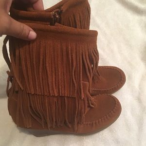 Minnetonka wedge booties 9